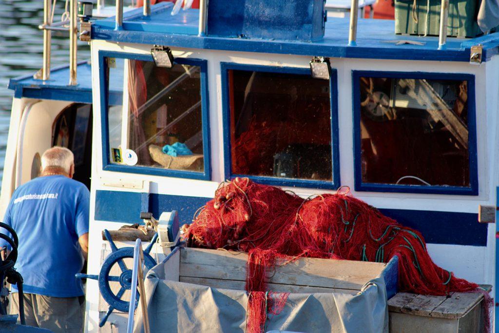 fishermen bateau de pêcheurs et filets de pêche
