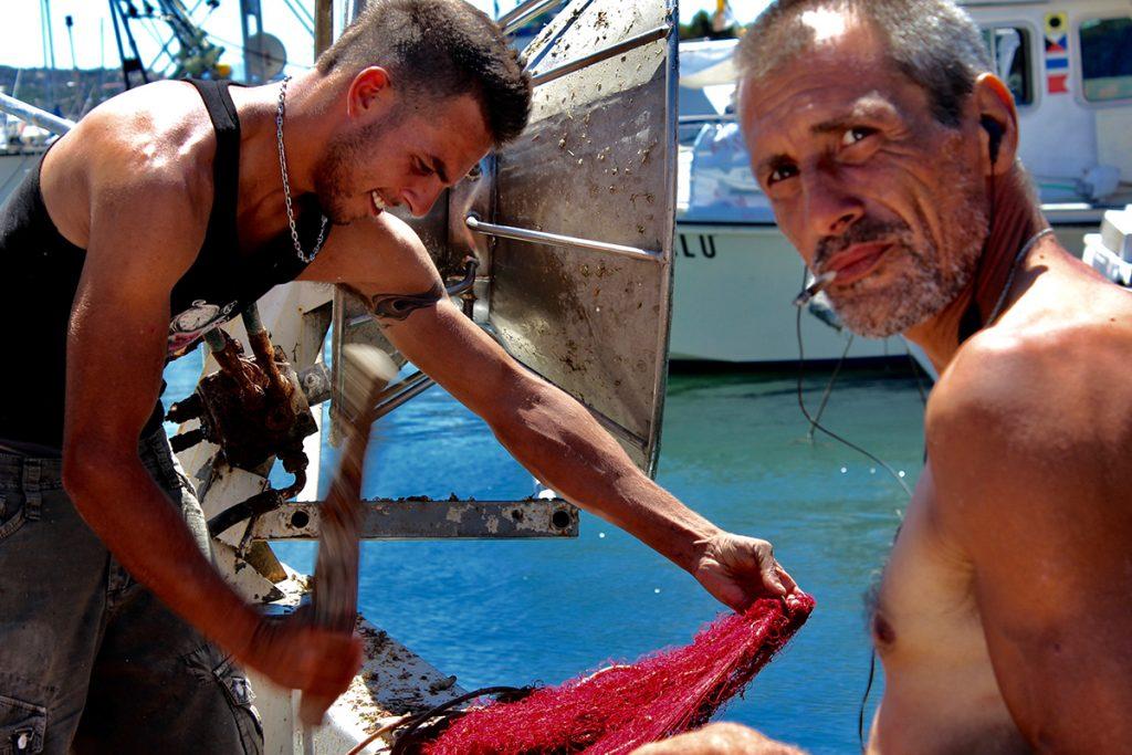 fishermen pêcheurs père et fils clope au bec