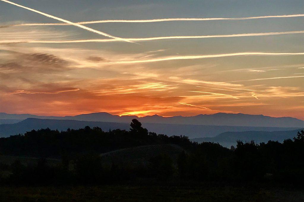 ciel orange de cocher d soleil en provencesunset