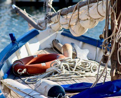 bateau cordage et boué de secours